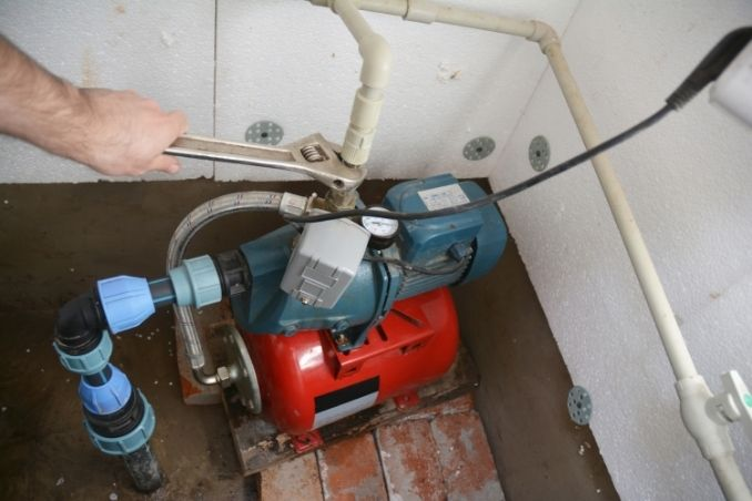 plumber is installing water pump in Abu Dhabi